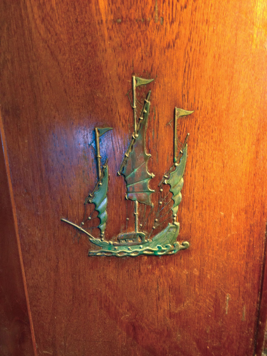brass-boat-on-wood-decoration