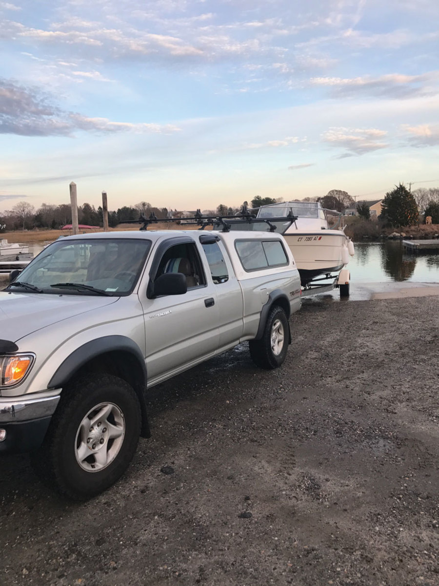 Be sure the boat doesn't exceed the weight-carrying capacity of the trailer.