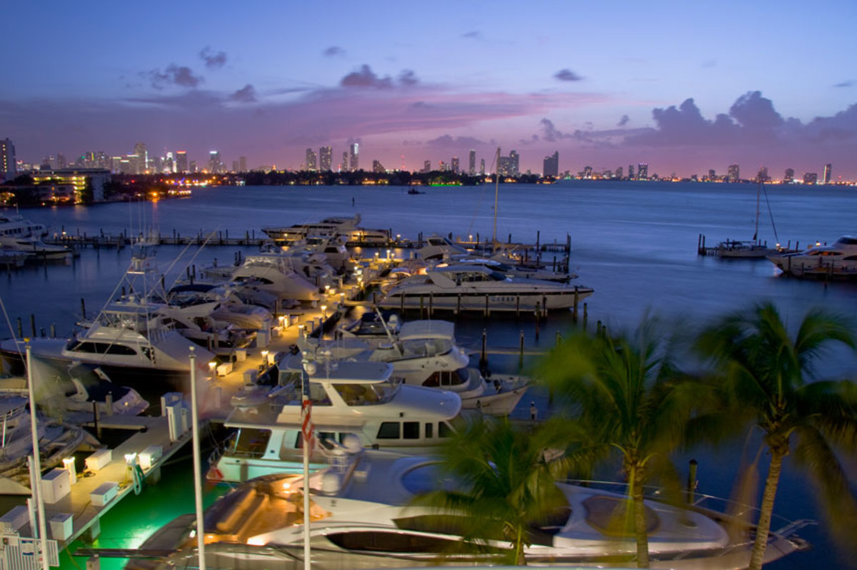 sun-is-setting-sunset-harbour-yacht-clubx860