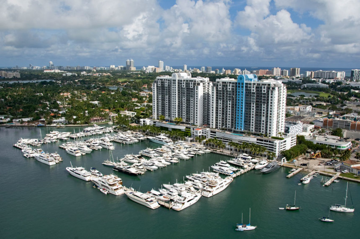 heli-shot-of-sunset-harbour-yacht-clubx860