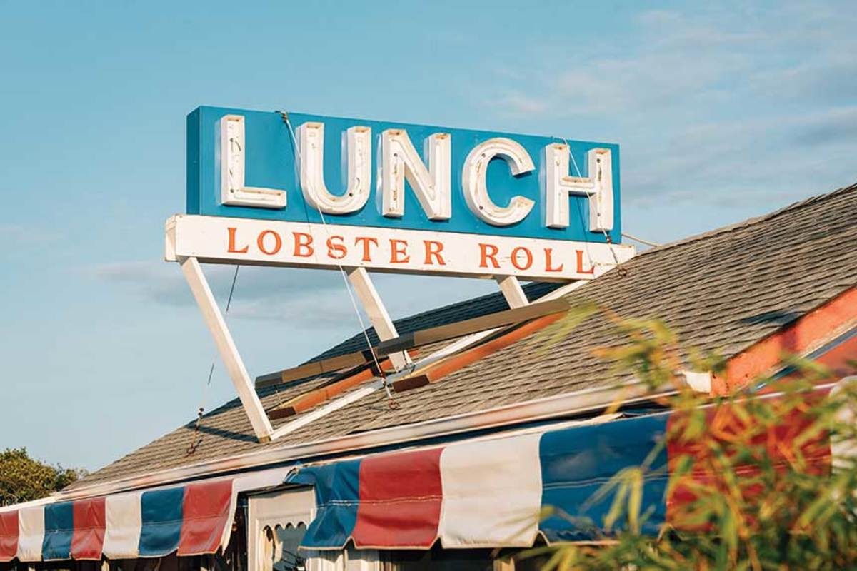 Roadside luncheonette  serves fresh seafood.