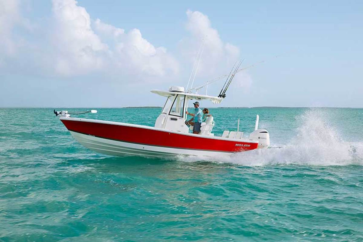 "LOA : 26'9"" / Beam: 9'3""  / Draft (engines up): 1'2""  / Dry weight (without engines): 5,900 lbs.  / Fuel: 107 gals.  / Water: 20 gals.  / Power: (1) 300-hp Yamaha F300 4-stroke"
