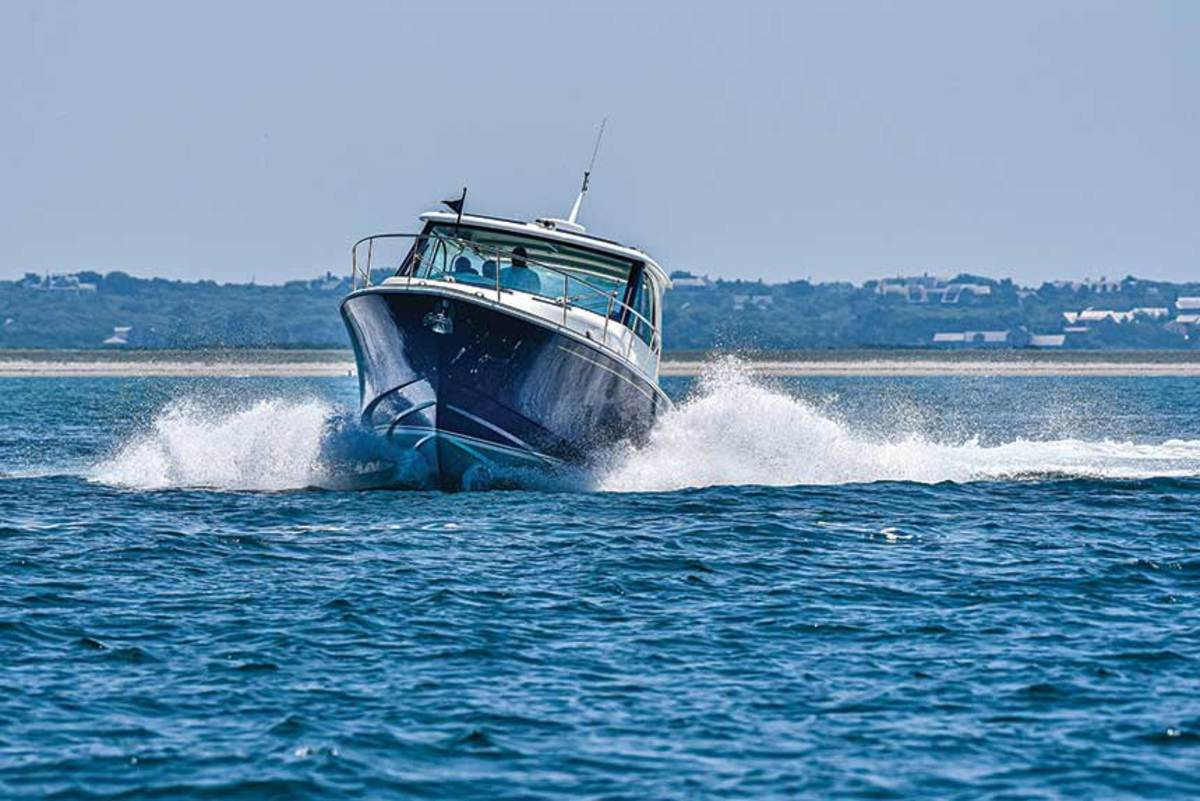 "LOA: 42'7"" /  Beam: 12'5""  / Draft (engines down): 3'1""  / Fuel: 450 gals.  / Water: 98 gals.  / Displ.: 20,000 lbs.  / Power (as tested):  (3) 425-hp Yamaha XTO425 4-stroke outboards"