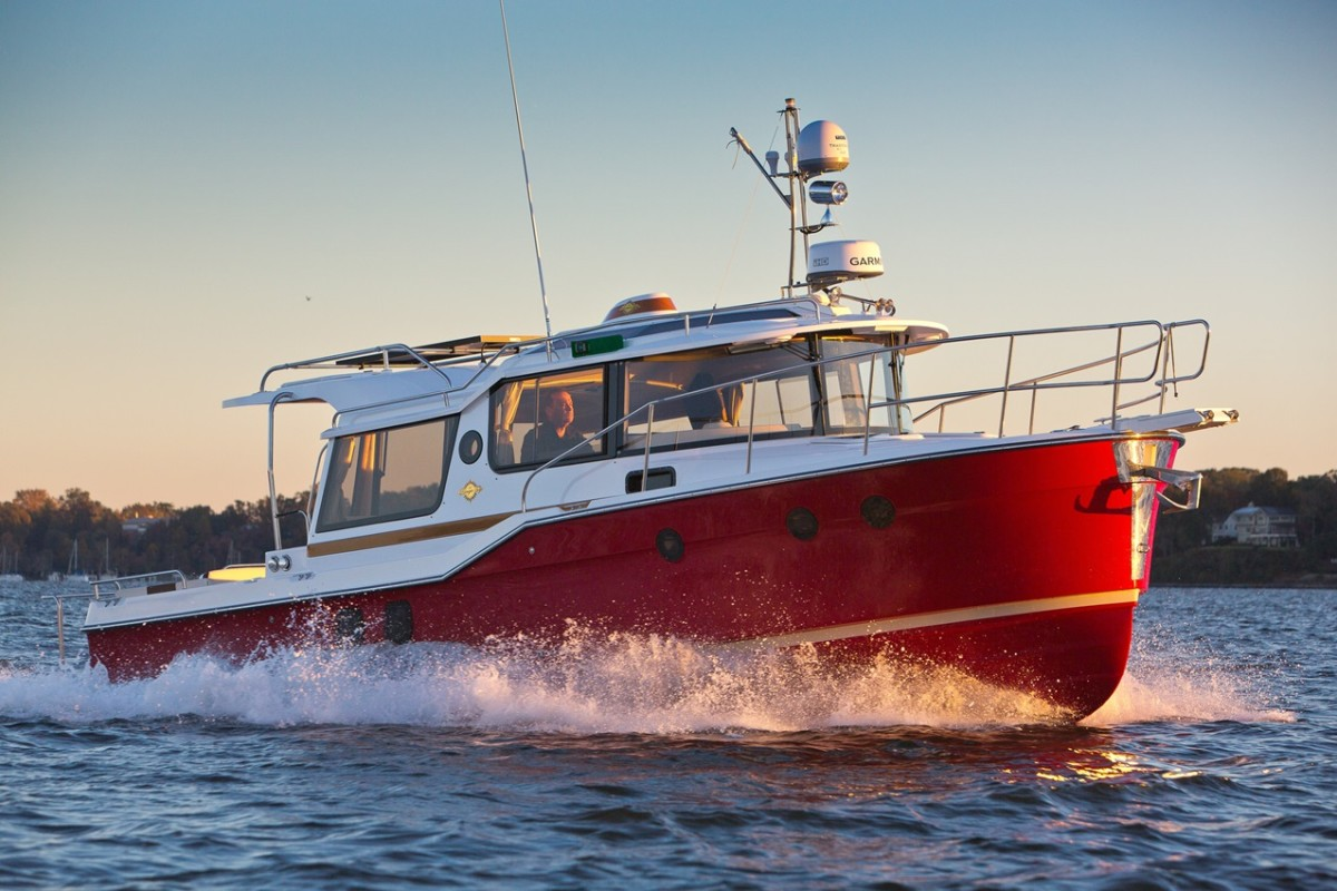 The speedy, trailerable Ranger Tugs R-29 S has a top-end of 20 knots.