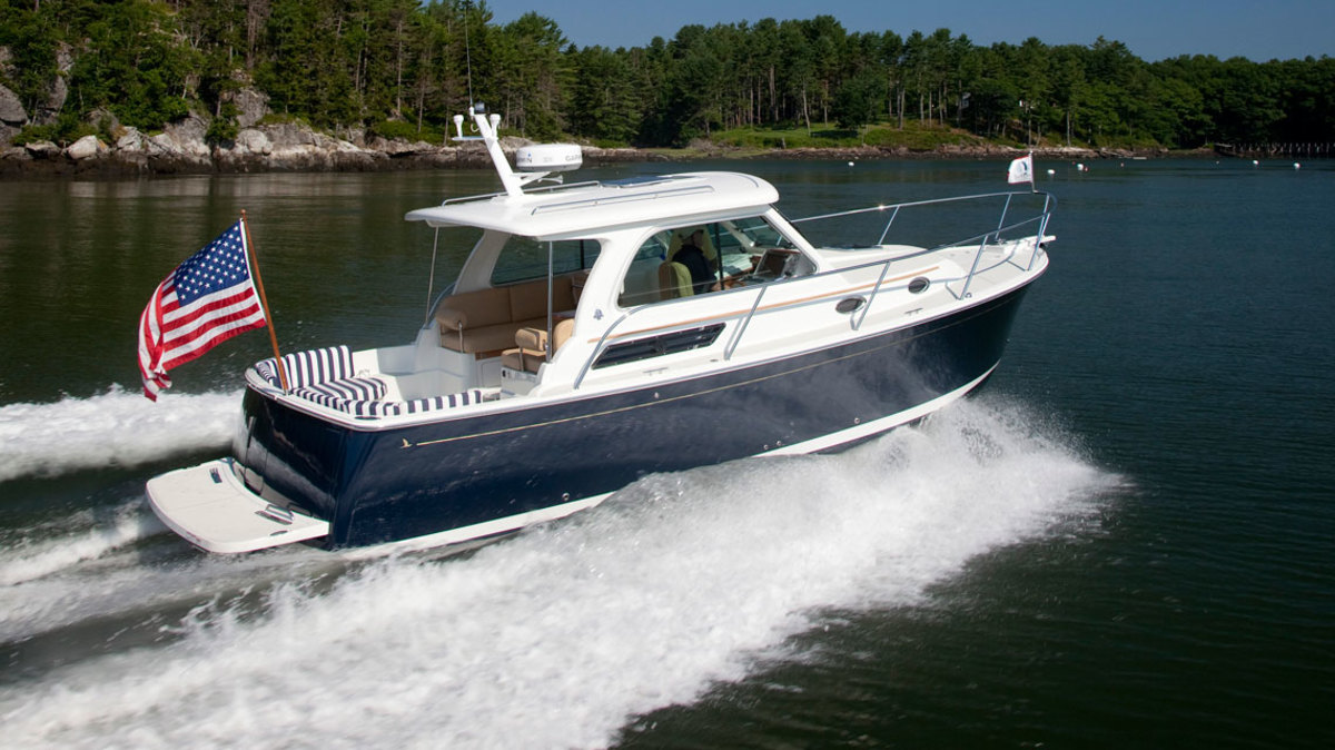 The Back Cove 30 is a Downeast-style pocket cruiser sporting good looks, impressive performance and dual-purpose indoor/outdoor lounging space.
