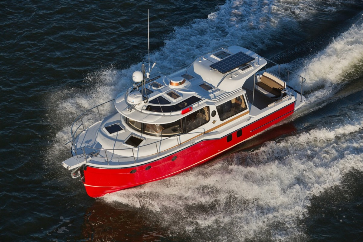 The Ranger Tugs R-29 S has plenty of cruising amenities built ins a bite-size package.