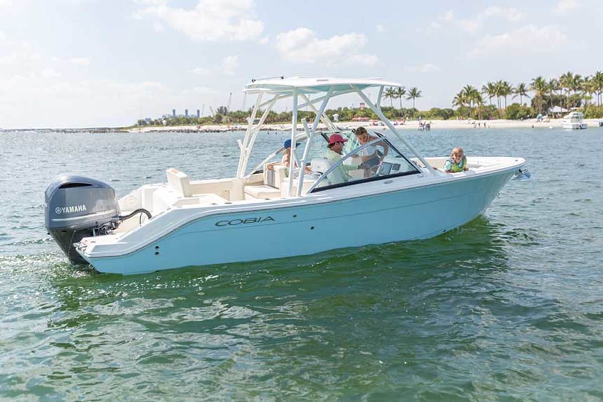 """LOA: 25'1"""" / Beam: 8'10"""" / Weight: 4,200 lbs. / Fuel: 123 gals. / Water: 9½  gals. / Power: (1) 300-hp Yamaha F300 4-stroke / Price: $114,142"""