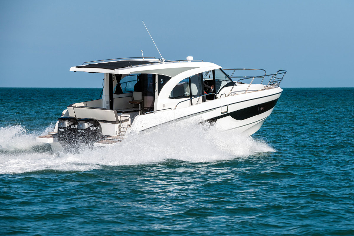 "LOA: 36'4"",  Beam: 11'2"",  Displ.: 12,613 lbs. , Fuel: 212 gals. , Water: 53 gals. , Power: (2) 250-hp Mercury 4-strokes, Base price: $169,000"
