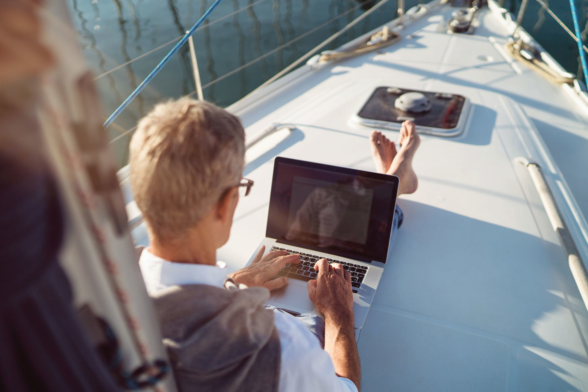 As the fall boat show season begins, some public events will move off the physical docks and onto digital screens.