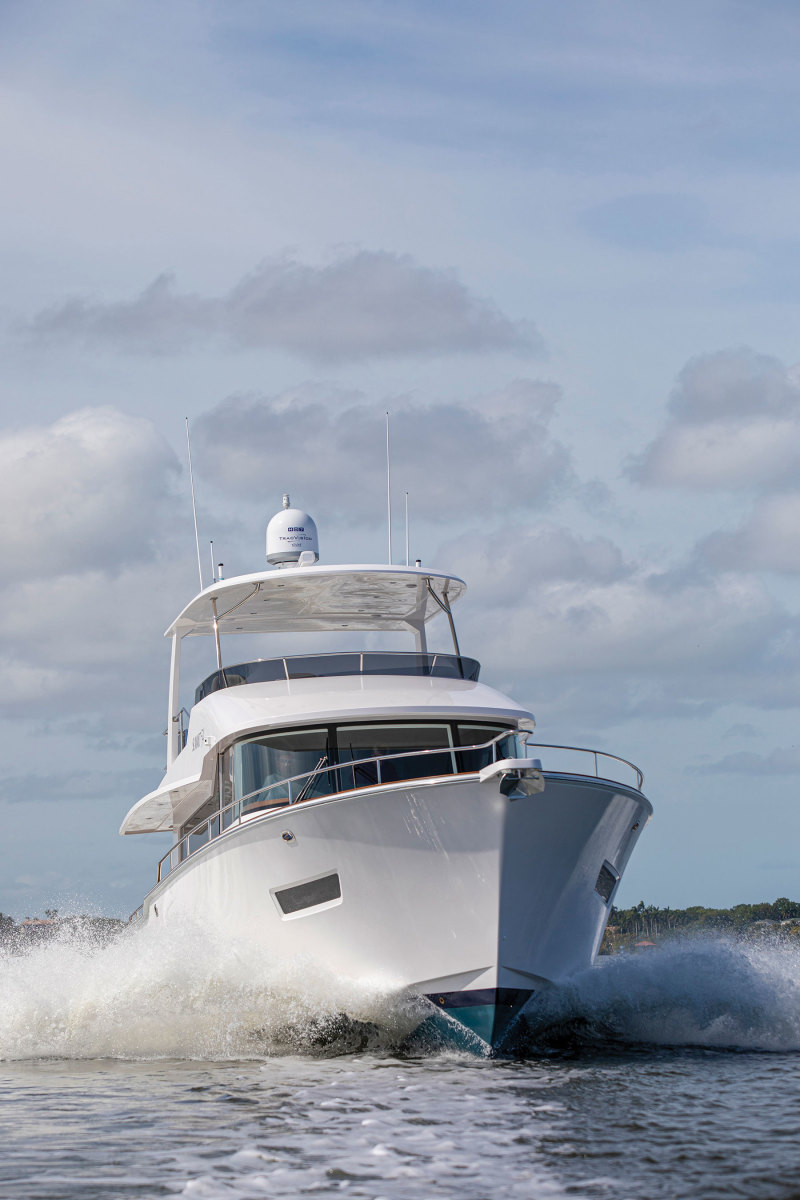 Summit Motoryachts 54
