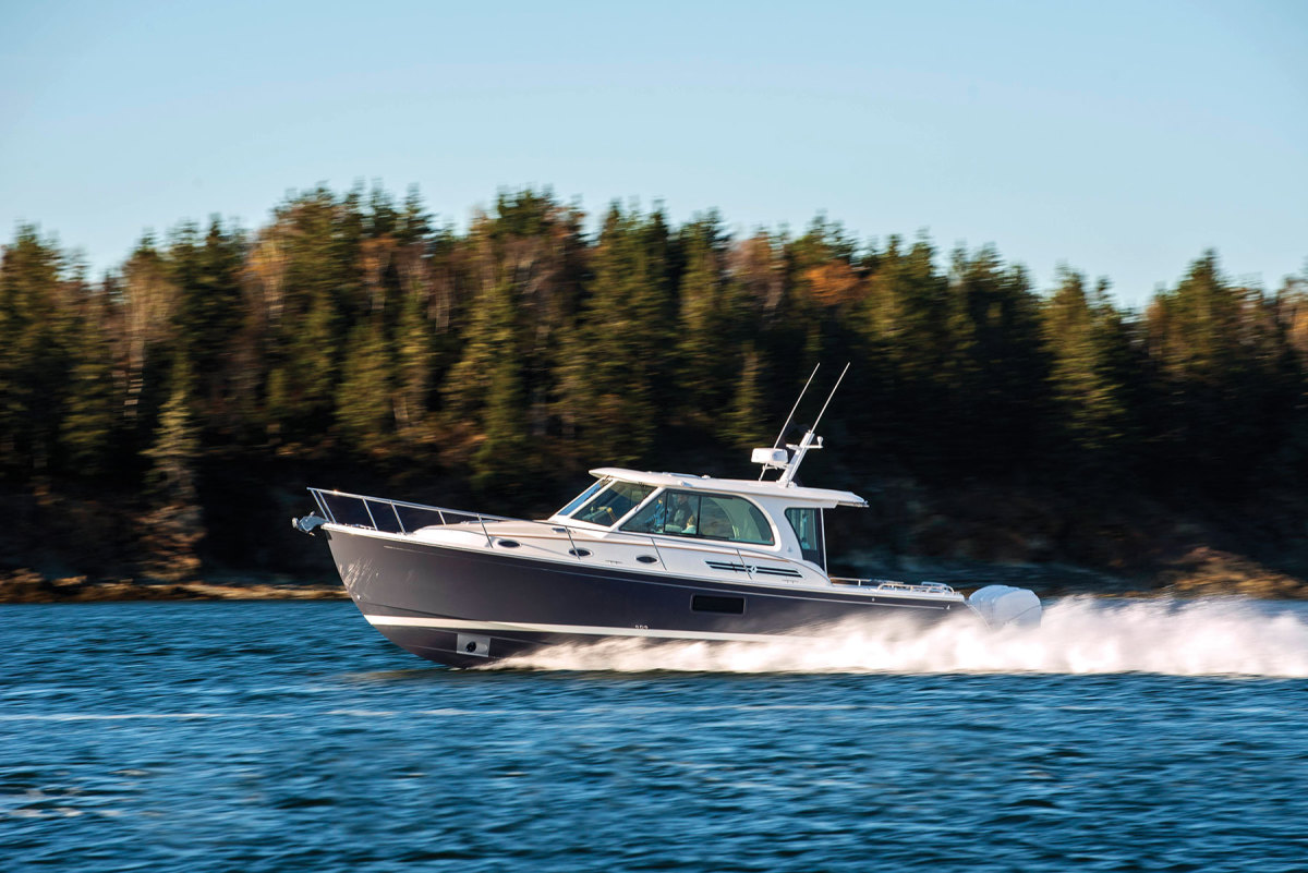 With a top speed of over 43 knots the 39O is Back Cove's fastest model.