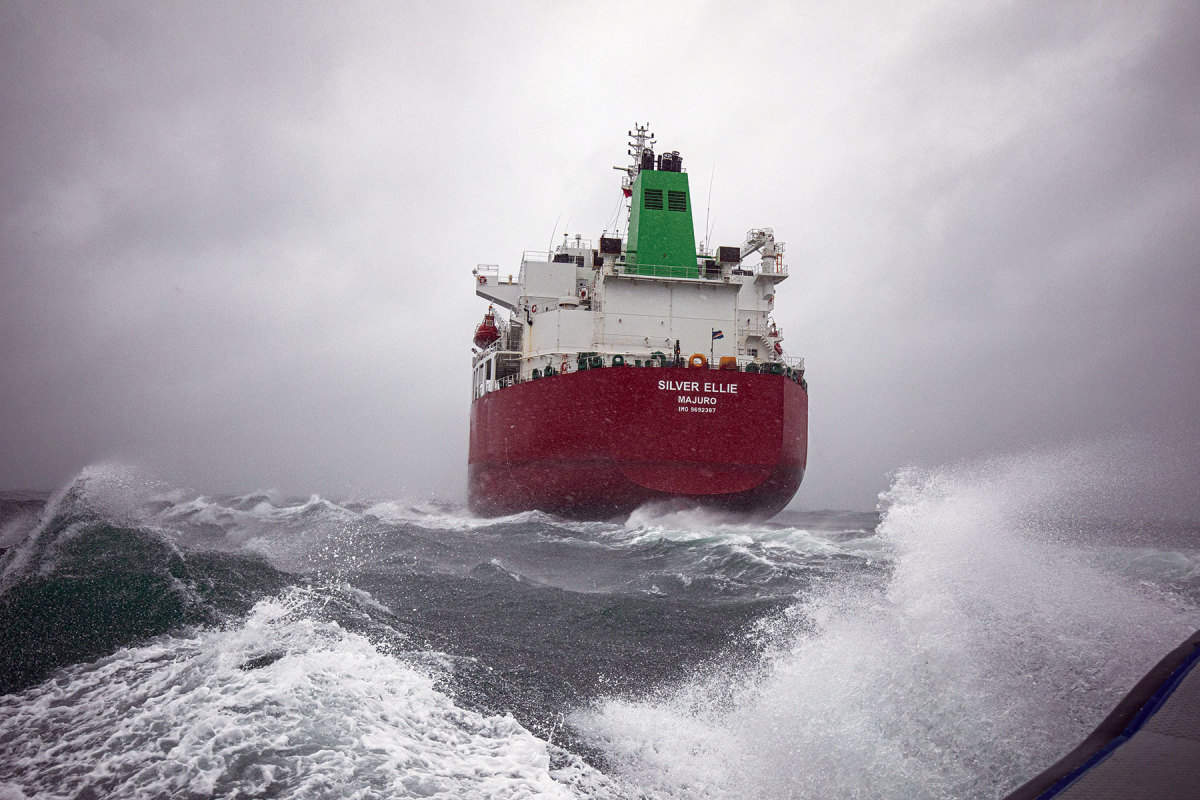 Running alongside ships like this improved the author's handling skills.