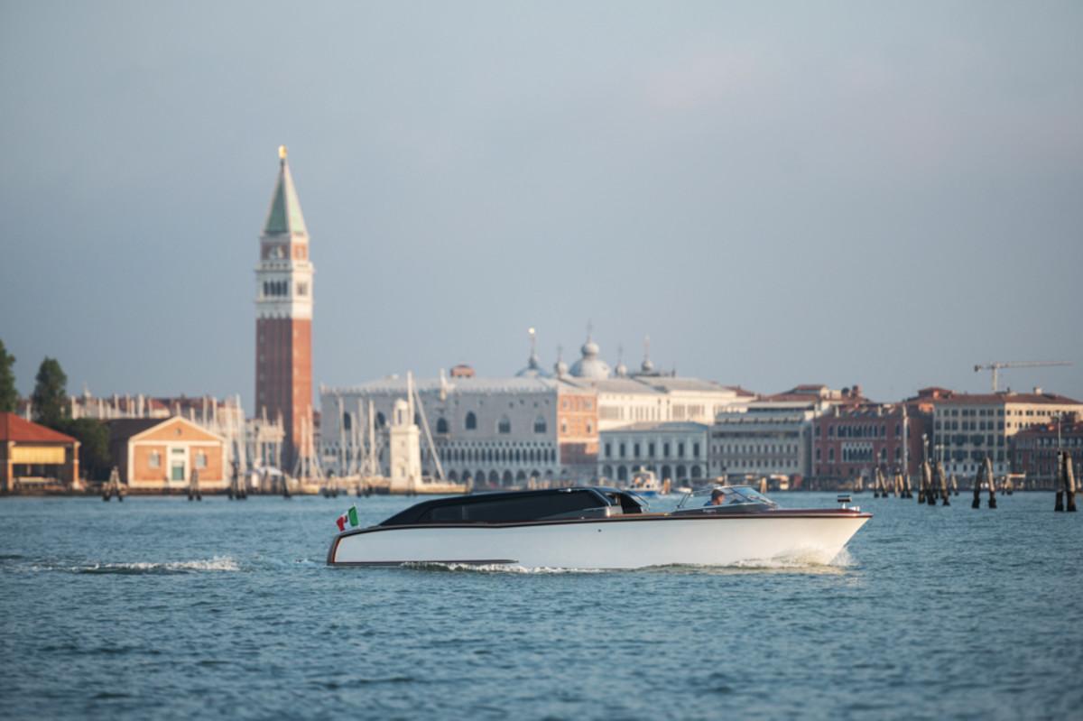 Venetian Taxi - GRG7148-2 cont