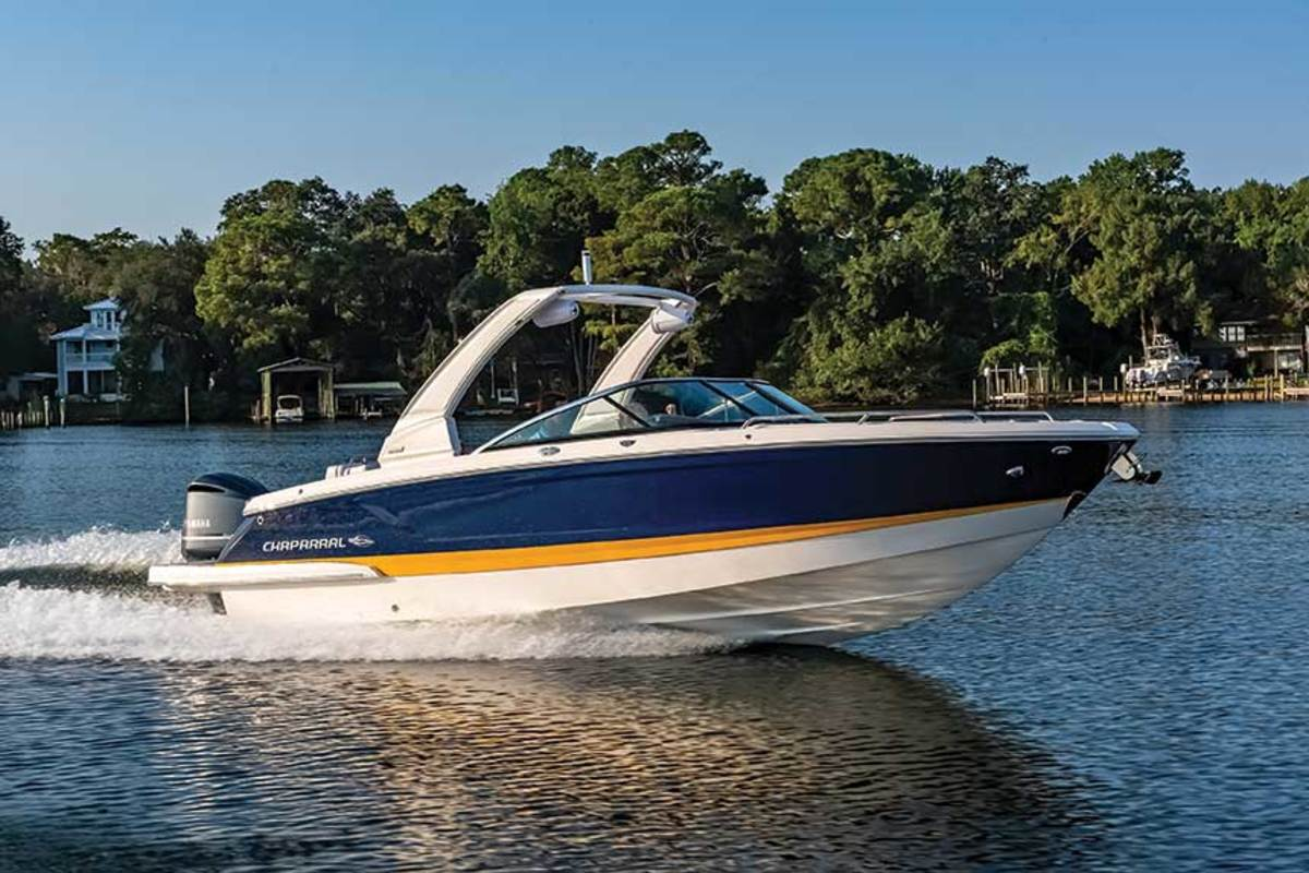 """LOA: 25'6"""" , Beam: 8'6"""",  Weight (w/engines): 4,700 lbs. , Fuel: 65 gals. , Water: 10 gals. , Power: 300-hp Yamaha F300 4-stroke,  Base Price: $107,906"""