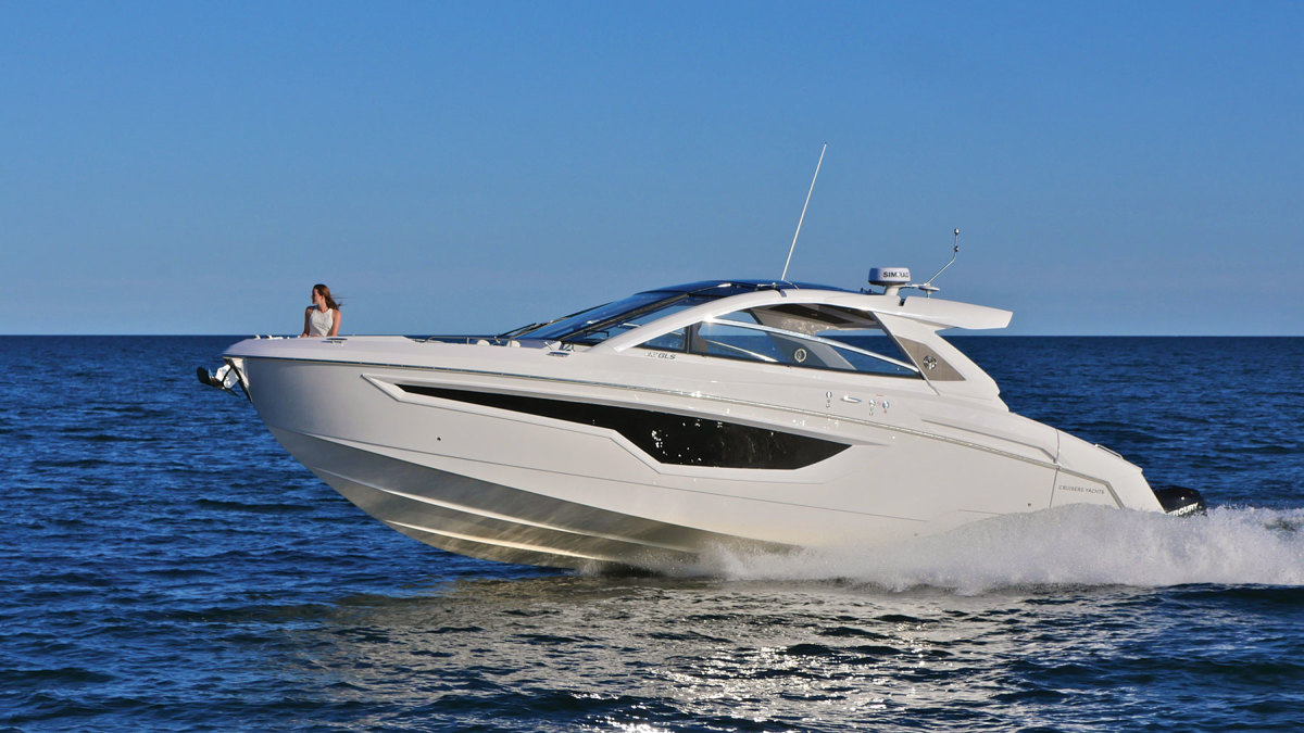 On the Cruisers 42 GLS, there's entertaining space in the outdoor salon