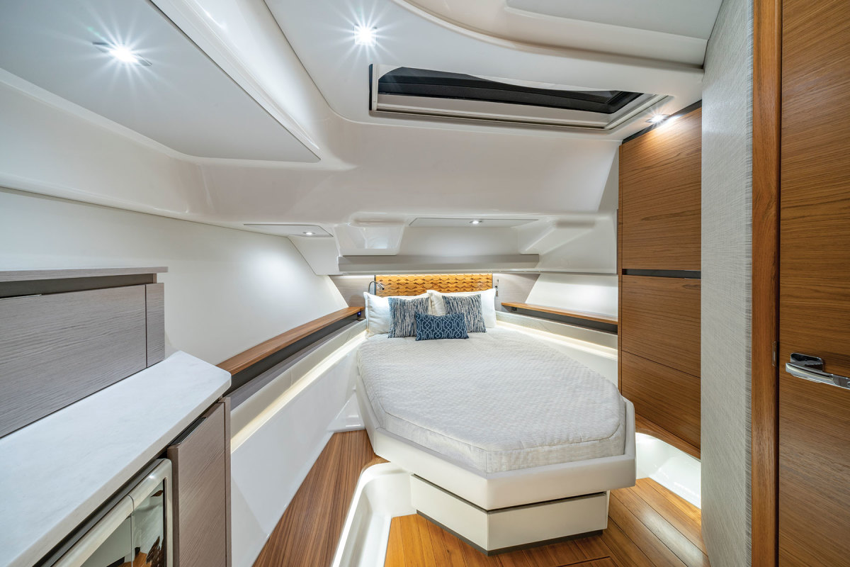 A berth for two in the large cabin