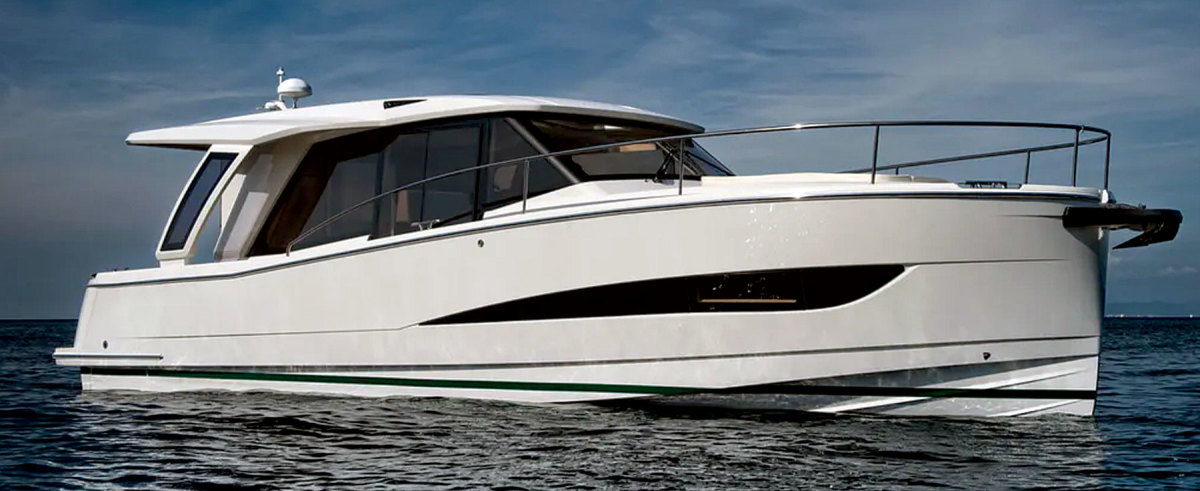 The Greenline 39 is available with a hybrid diesel-electric system, a fully electric power train or traditional diesels.