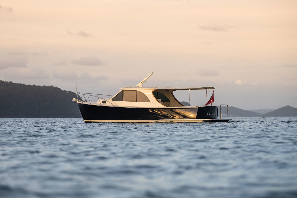 With considerable flare and deadrise, the Palm Beach 32 does not only have striking looks, but is remarkably seaworthy as well.